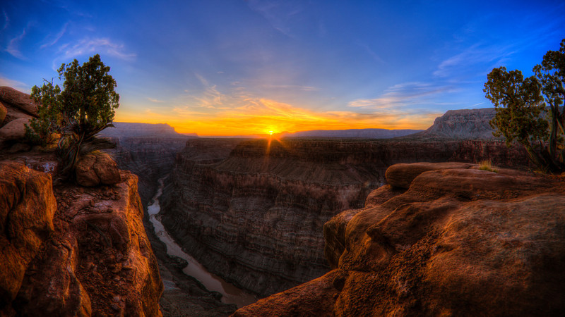 Sunrise over the Grand Canyon from Toroweap Overlook